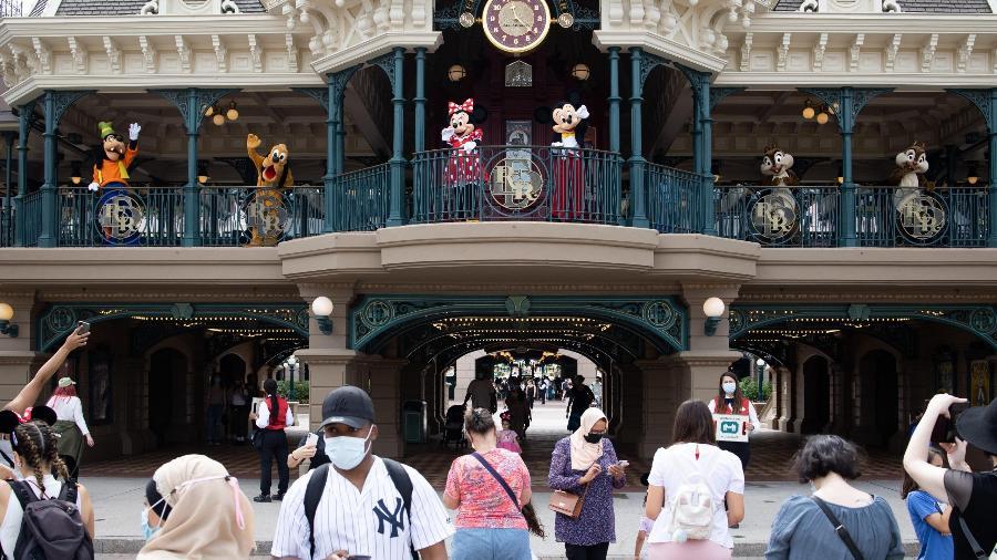 Personagens da Disney recebem visitantes na reabertura da Disneyland Paris, na França - Raphael Lafargue/ABACAPRESS.COM/Reuters