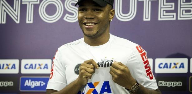 Volante Matheus Jesus pode fazer primeiro jogo pelo Santos neste domingo