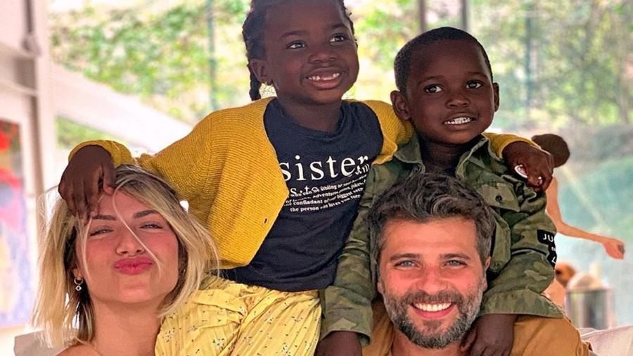 Bruno Gagliasso, Giovanna Ewbank com os filhos Titi e Bless - Reprodução/ Instagram