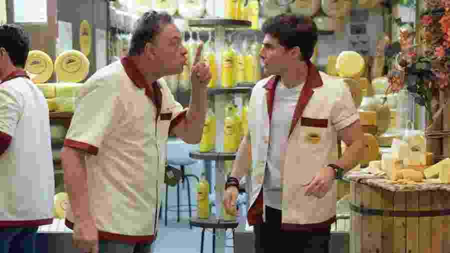 Oxente (Ernani Moraes) repreendendo Antônio Júnior (Miguel Coelho) em Amor Sem Igual (Foto: Blad Meneghel/Record TV) - Blad Meneghel/Record TV
