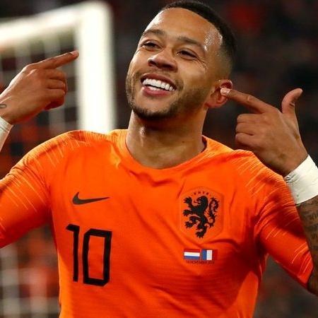 Depay em ação com a camisa da seleção holandesa - GettyImages
