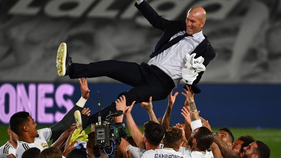 Jogadores do Real Madrid celebram título com o técnico Zidane                              -                                 GABRIEL BOUYS/AFP