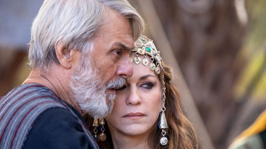 Abraão (Zécarlos Machado) e  Sara (Adriana Garambone) em cena de Genesis (Reprodução: Record TV) - Reprodução / Internet