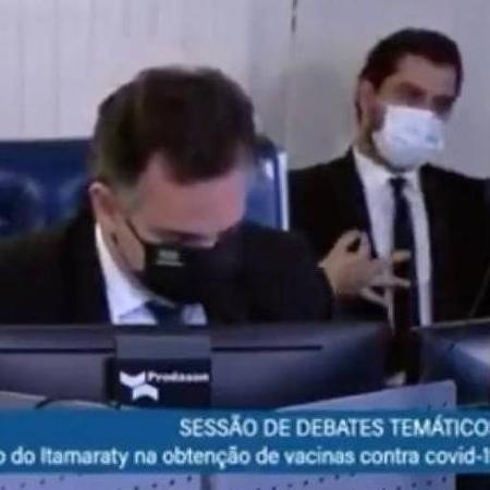 Filipe Martins, assessor para assuntos internacionais do presidente Jair Bolsonaro, faz gesto polêmico - TV Senado