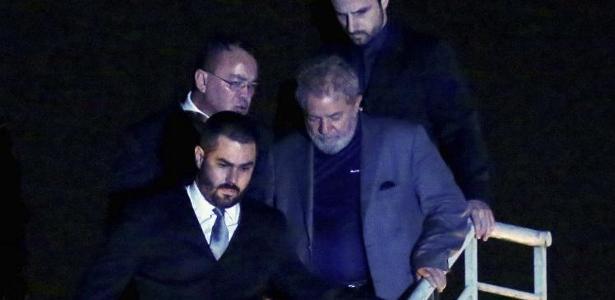 Lula é o primeiro ex-presidente (2003-2010) do Brasil preso por um delito comum