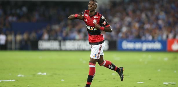Vinicius Júnior foi o nome do Flamengo na vitória sobre o Emelec pela Libertadores
