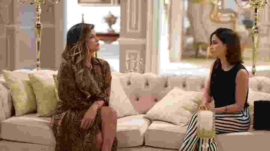 Lara (Cristiana Oliveira) e Angélica (Pérola Faria) Topíssima (Reprodução/TV Globo). - Lara (Cristiana Oliveira) e Angélica (Pérola Faria) Topíssima (Reprodução/TV Globo).