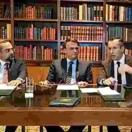 O ministro da Educação, Abraham Weintraub, e o secretário de Cultura, Roberto Alvim, são pupilos de Olavo de Carvalho -  Reprodução / Facebook / Jair Bolsonaro