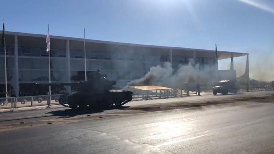 Fumaça preta é comum em motores diesel antigos, mas não nessa quantidde - Foto: Twitter | Reprodução