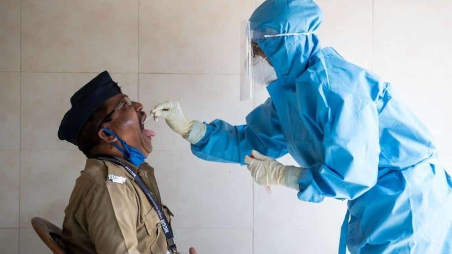 Nos meses iniciais da pandemia, planos de saúde aguardaram obrigação por lei para disponibilizar testes para seus conveniados - Imagem: Manoej Paateel/Shutterstock