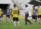 Paulo César Gusmão comanda primeiro treino tático no Santa Cruz - Foto: Rodrigo Baltar/Santa Cruz