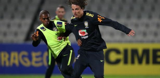 Fernandinho e David Luiz treinam em Melbourne; zagueiro volta após um ano