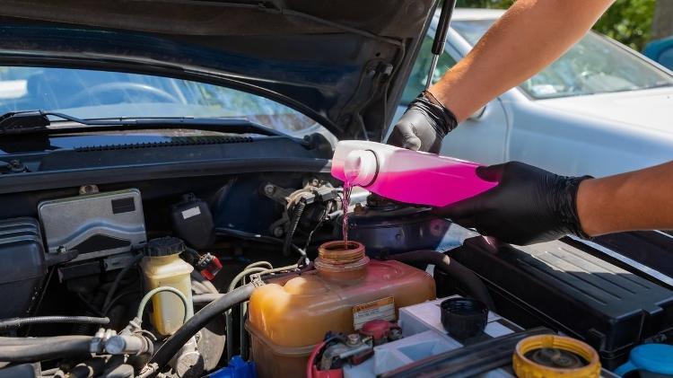 Posso completar a água? 5 atitudes que você acha certas e detonam seu carro 2