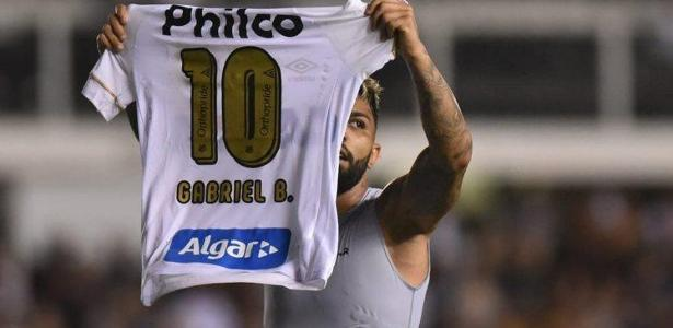 Gabigol comemora gol do Santos sobre o Atlético-MG; atacante está suspenso