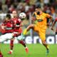 """Apesar da derrota, treinador do Barcelona-EQU vê confronto contra o Flamengo em aberto: """"Vivos!"""