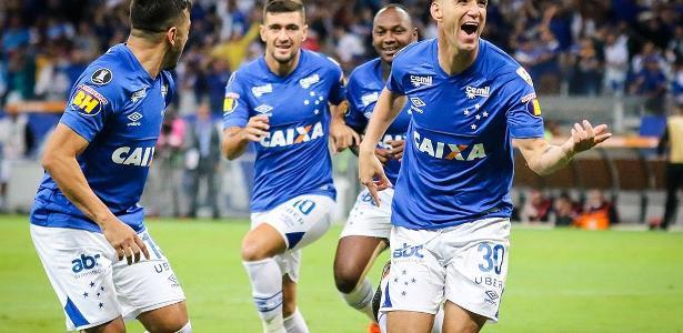 97b9bc1e0d Cruzeiro bate Racing em BH e se garante como 1º do grupo na Libertadores -  22 05 2018 - UOL Esporte