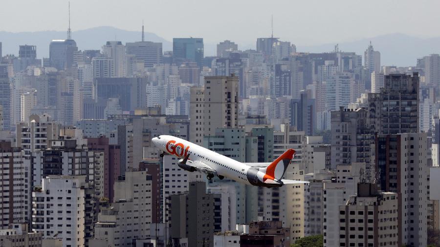 """Bolsonaro confirmou hoje que medidas para auxiliar as empresas aéreas em função do novo coronavírus estão """"na pauta"""". -"""