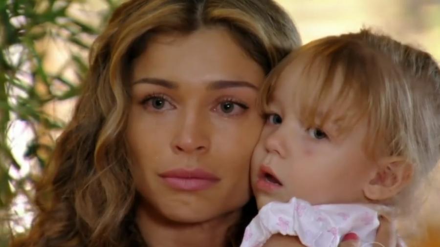 Ester (Grazi Massafera) e Laurinha de Flor do Caribe (Reprodução - TV Globo) - Reprodução / Internet