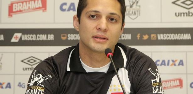 Além do Vasco, Anderson Martins também já defendeu Vitória e Corinthians