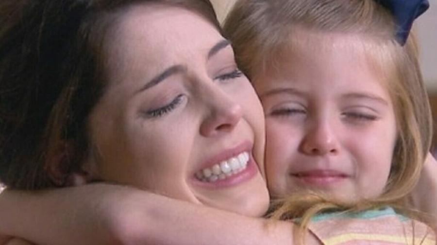 Cecília (Bia Arantes) e Dulce Maria (Lorena Queiroz) em Carinha de Anjo (Reprodução/SBT) - Reprodução / Internet
