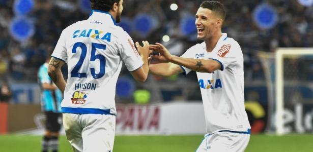 Thiago Neves (à dir.) se revolta com saída de Hudson do Cruzeiro