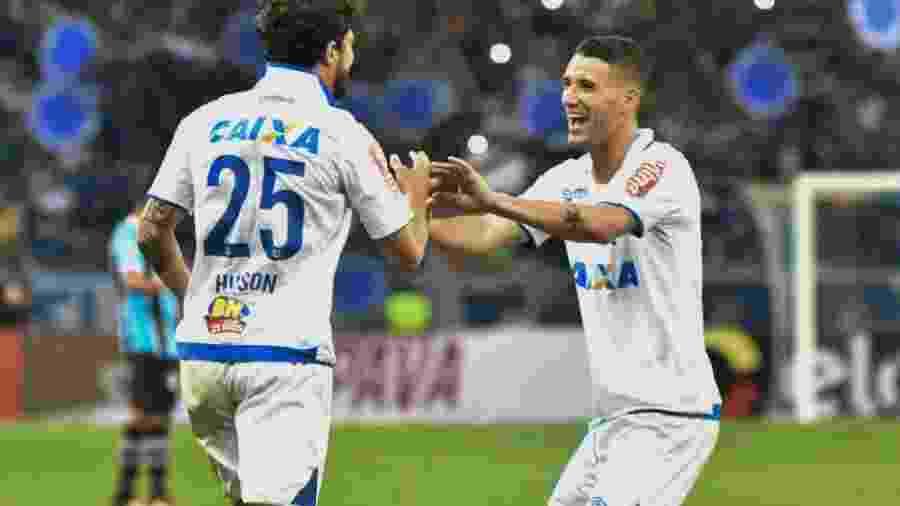 Thiago Neves (à dir.) se revolta com saída de Hudson do Cruzeiro - Gustavo Rabelo/Photopress/Estadão Conteúdo