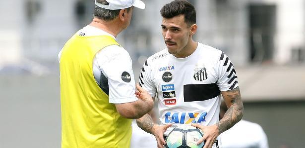 Lateral está em litígio com o Santos e já esteve acertado com o Corinthians