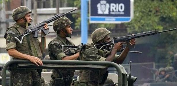 O Rio está sobre intervenção federal na área de segurança desde 21 de fevereiro - Foto: AFP