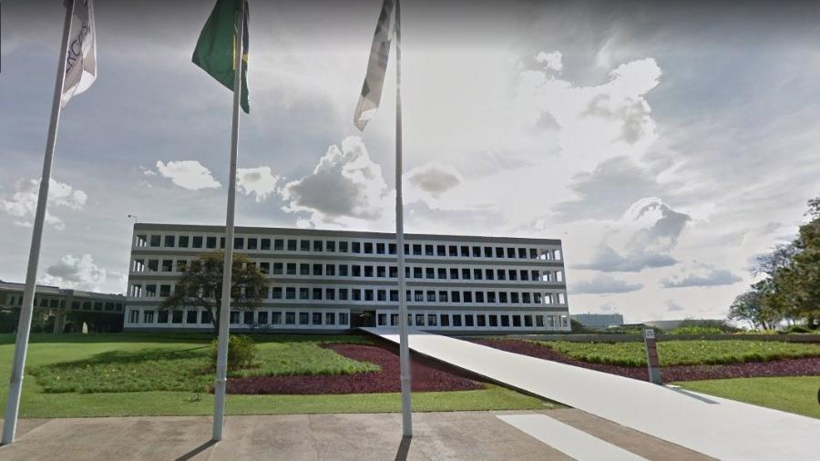Tribunal pressiona Bolsonaro para definir uma meta para o rombo nas contas públicas no ano que vem - Google Maps