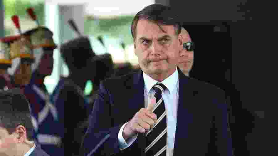 Bolsonaro anuncia que vestibular federal para transexuais foi suspenso - false
