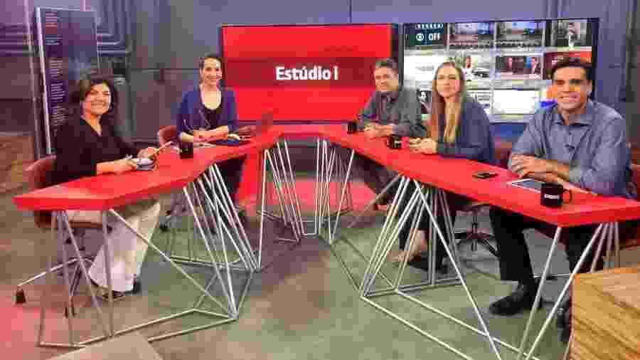 """Maria Beltrão e comentaristas no """"Estúdio i"""" da GloboNews - Divulgação"""
