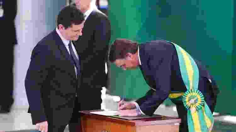 Bolsonaro empossa Moro, um dos ministros mais poderosos da Esplanada ao lado de Paulo Guedes - Valter Campanato/ABr - Valter Campanato/ABr