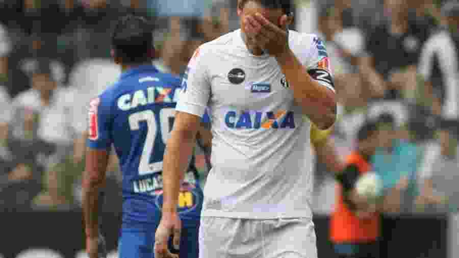 Ricardo Oliveira tem a pior média de gols entre os centroavantes do Santos em 2017 - Ricardo Moreira/Fotoarena/Estadão Conteúdo