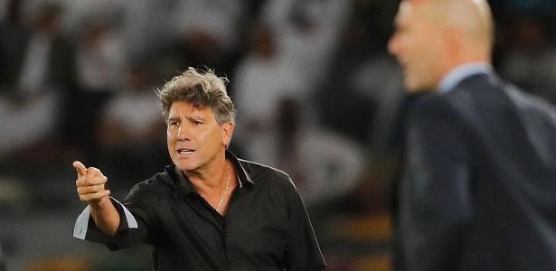 Renato Gaúcho ainda deve receber um centroavante e um lateral direito em seu time