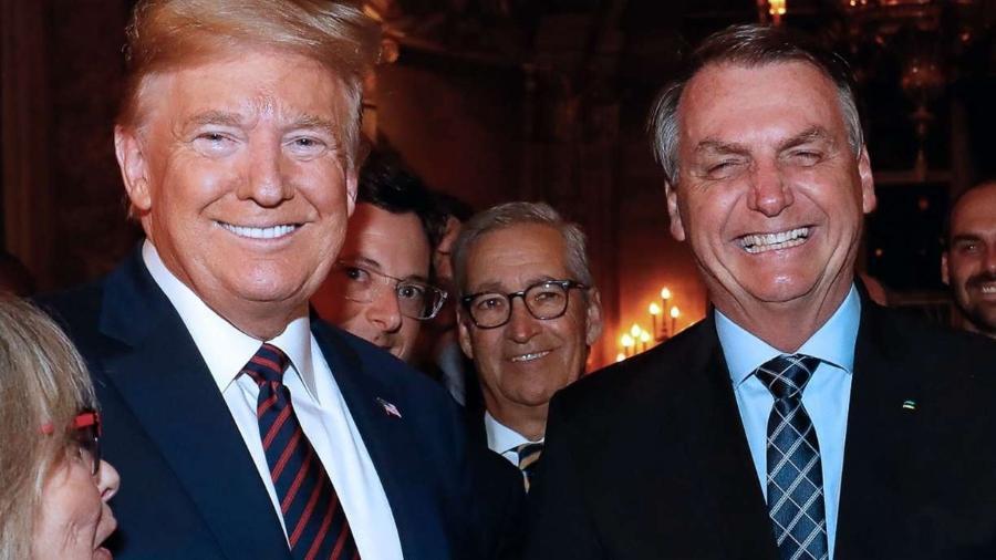 Donald Trump e Jair Bolsonaro juntos, durante visita do presidente brasileiro ao norte-americano em março de 2020 -                                 ALAN SANTOS/PR/AFP