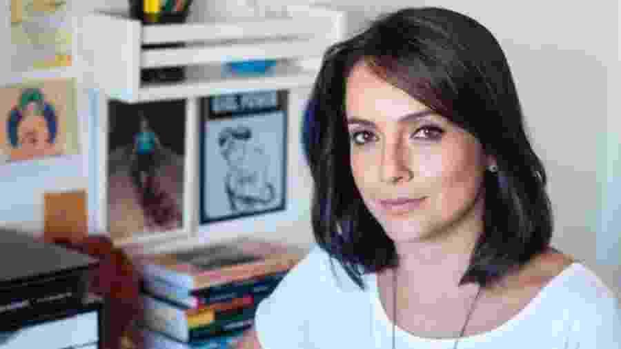 "Izabella Camargo posta foto de crachá após ser recontratada pela Globo: ""Respeito"" -"