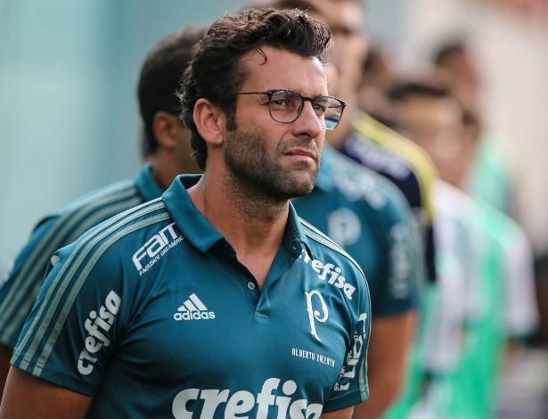 Alberto Valentim vai refletir sobre o convite palmeirense para seguir na comissão técnica