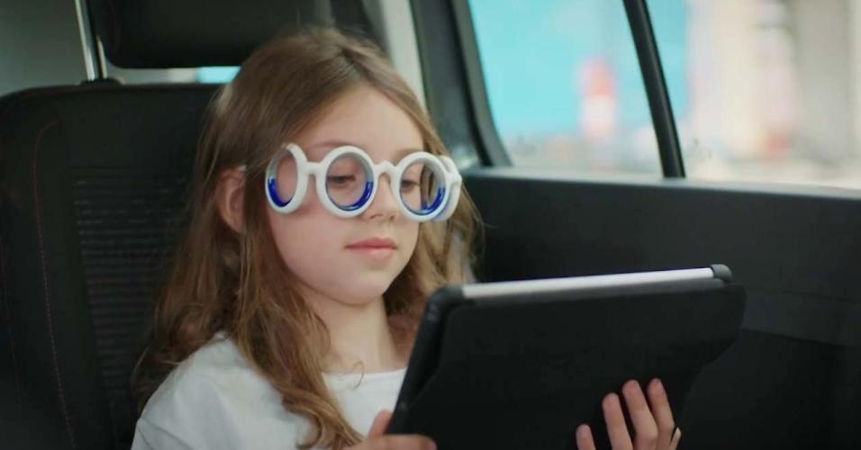 5fcec0430 Fica enjoado quando lê no carro? Estes óculos foram feitos para você -  31/07/2018 - UOL Tecnologia