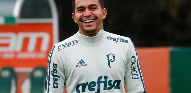 Dudu trabalhou normalmente com o elenco e deve reforçar o Palmeiras no sábado