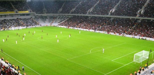 Arena da Baixada só terá torcedores com camisas do Atlético: medida não impediu mortes na Argentina