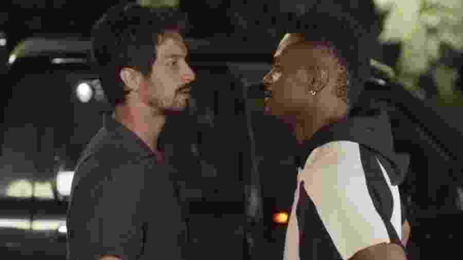 Marcos (Rômulo Estrela) e Ramon (David Júnior) em Bom Sucesso (Reprodução/TV Globo). - Marcos (Rômulo Estrela) e Ramon (David Júnior) em Bom Sucesso (Reprodução/TV Globo).