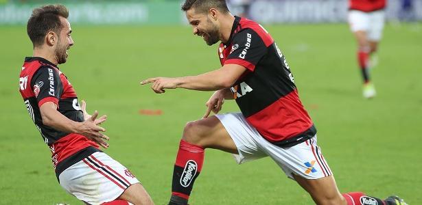 Everton Ribeiro (E) e Diego são referências do Flamengo, mas devem boas atuações