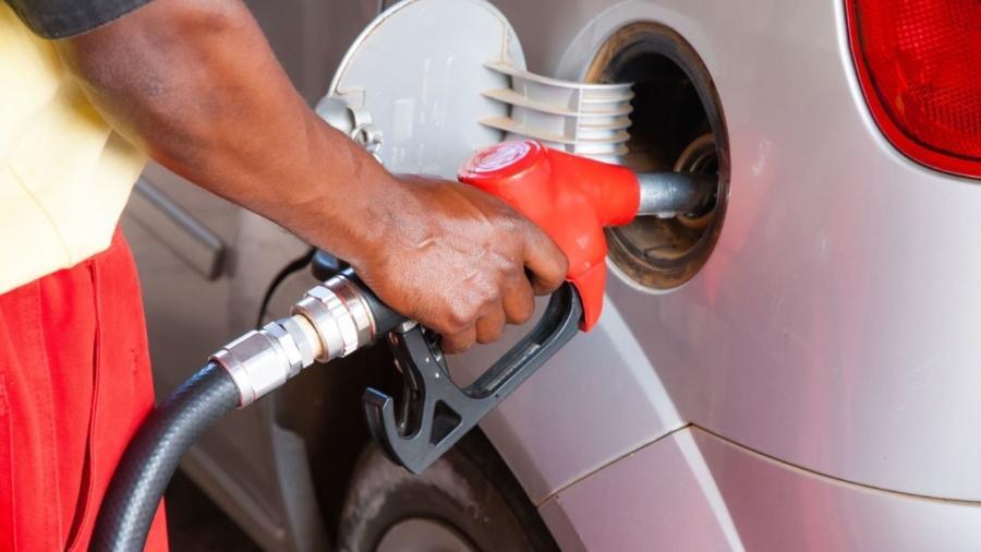 Rodar com tanque muito cheio ou muito vazio não faz bem ao carro e também contribui para elevar o gasto com combustível - Shutterstock