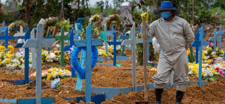 Cemitério em Manaus, uma das cidades com mais mortes no país por covid-19 - Alex Pazuello/Prefeitura de Manaus