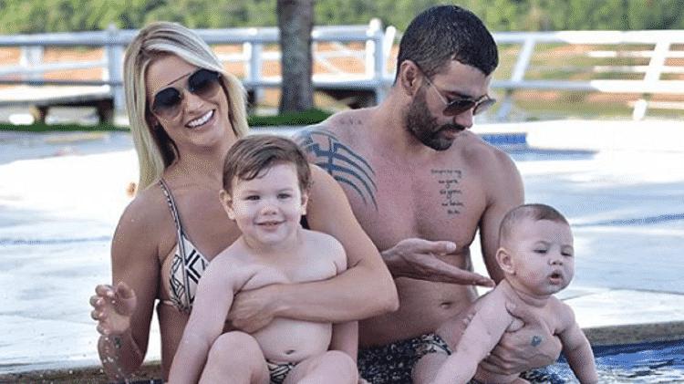 Andressa Suita e Gusttavo Lima com os filhos Gabriel e Samuel - Andressa Suita (Foto: Reprodução/ Instagram)