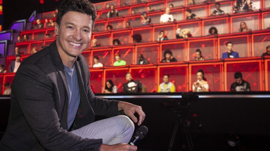 Rodrigo Faro com os jurados do Canta Comigo Teen - Edu Moraes/RecordTV