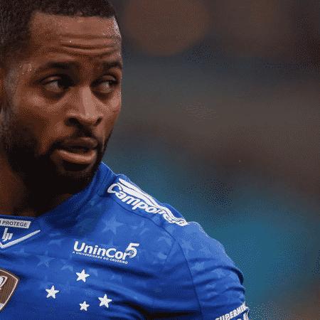 O zagueiro Dedé ainda pertence ao Cruzeiro, que está na Série B - GettyImages