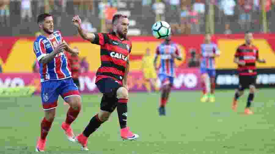 Willian Farias, volante do Vitória, é observado pelo Internacional para temporada - Tiago Caldas/FotoArena/Estadão Conteúdo