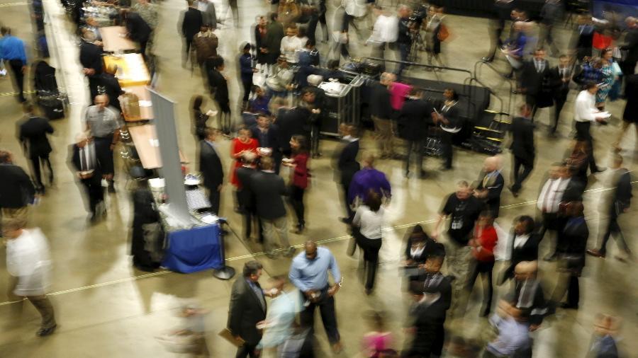 Mercado de trabalho nos EUA desacelera, casos crescentes de covid-19 prejudicam recuperação - Reuters