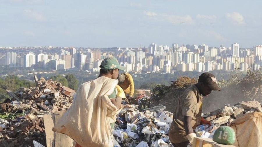 Parcela de pobres no Brasil diminuiu em 2019 para 24,7% da população, diz IBGE -                                 ABR